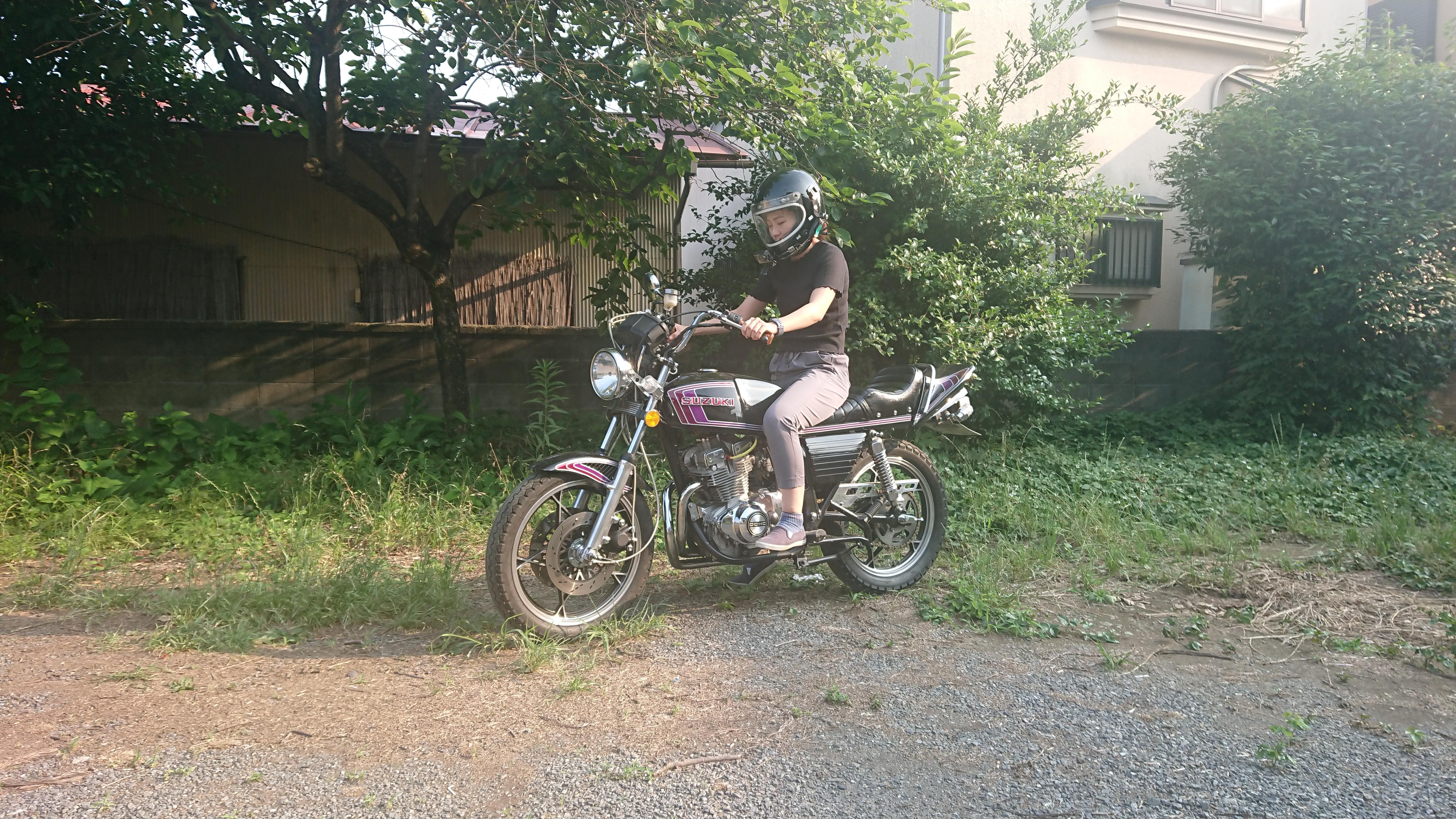 戸建の庭でバイクの練習