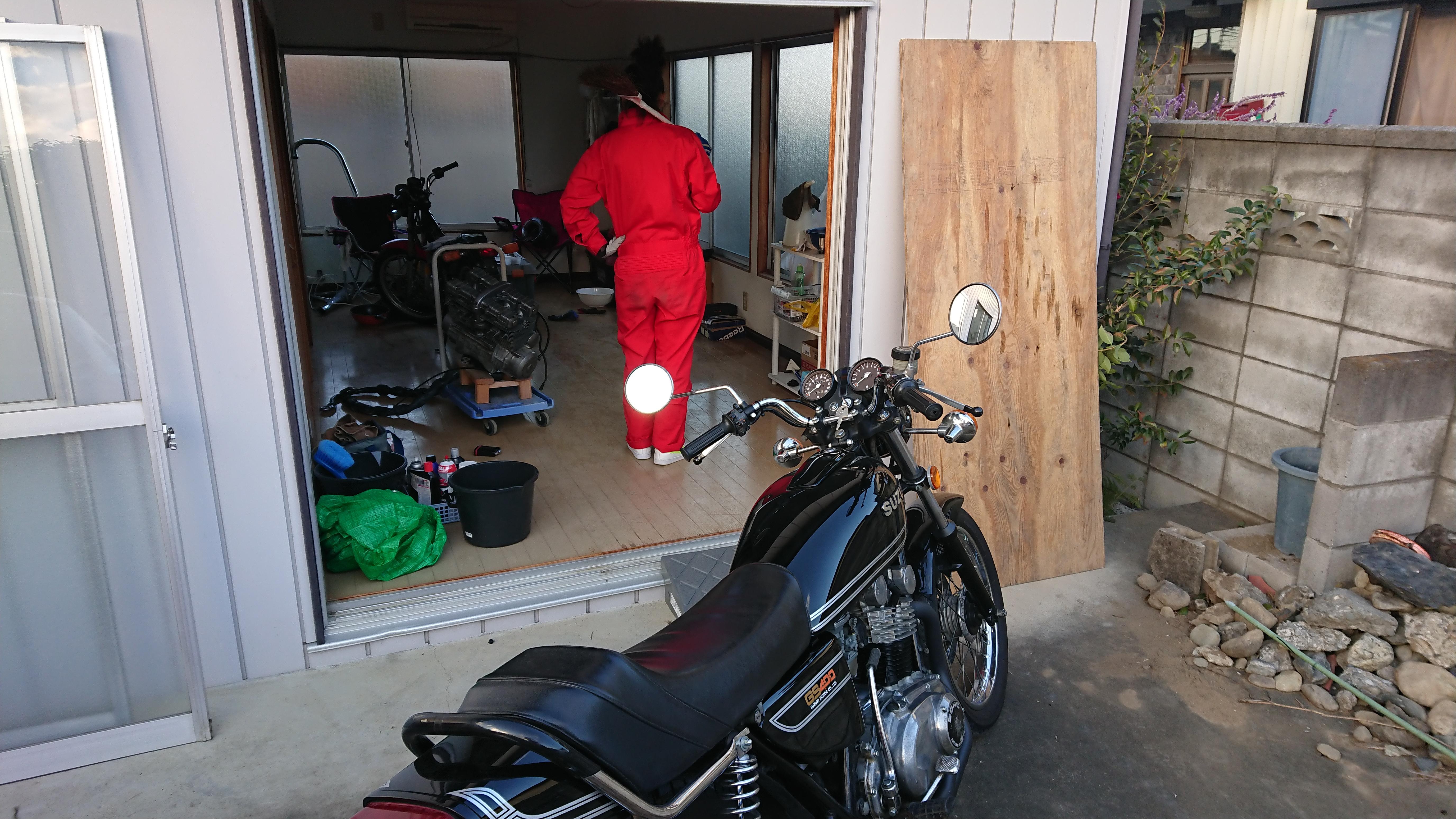 ガレージ付きの戸建賃貸