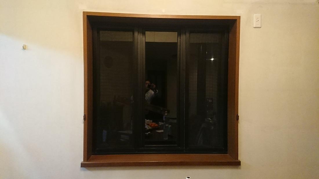 内側網戸の掃き出し窓